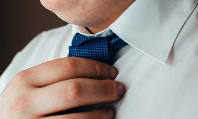 【メンズスーツの着こなし術】おデブ男子がスタイリッシュに見えるネクタイの選び方