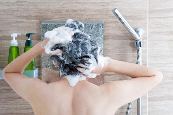 男性の髪の正しい洗い方と乾かし方 | 髪の毛を傷めない6つの方法まとめ